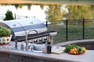 3 Ways an Outdoor Kitchen Adds Value to Your Home