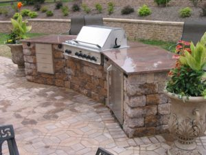 What Your Outdoor Kitchen Contractor Wants You to Consider
